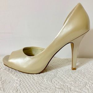Jessica Simpson Shoes - Jessica Simpson 8.5 gold peep toe heels